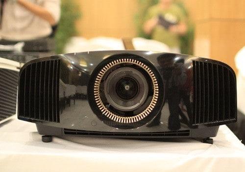 Trải nghiệm máy chiếu 4K trên màn chiếu khủng