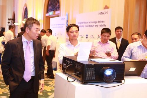 Hitachi LP-WU9750B - Máy chiếu nguồn laser đầu tiên tại Việt Nam