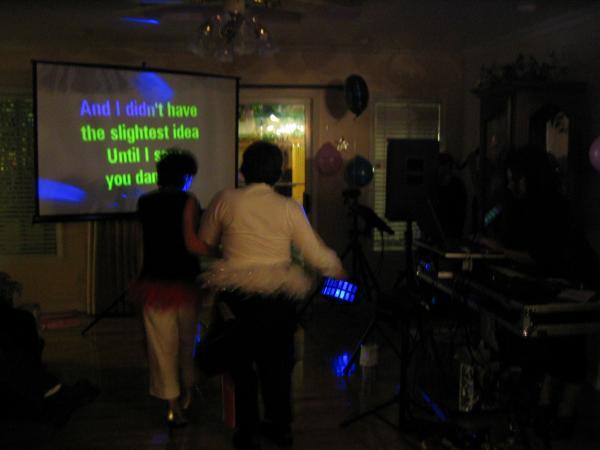 Máy chiếu giá rẻ, máy chiếu mini hát karaoke