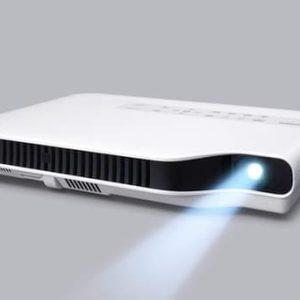 Máy chiếu siêu mỏng với thiết kế đèn chiếu không thủy ngân của Casio