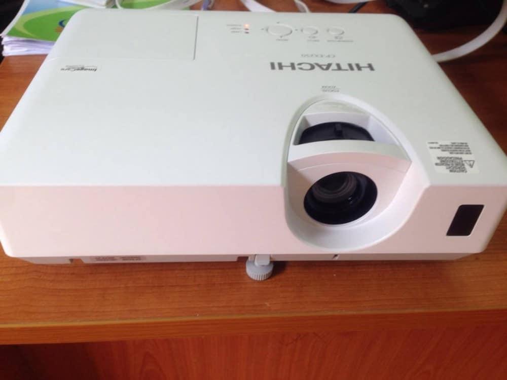 Máy chiếu giải trí Hitachi CP-EX302N