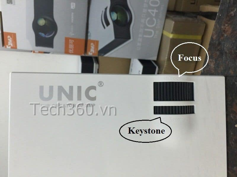 https://maychieugiare.net/may-chieu-mini-gia-re-unic-uc40