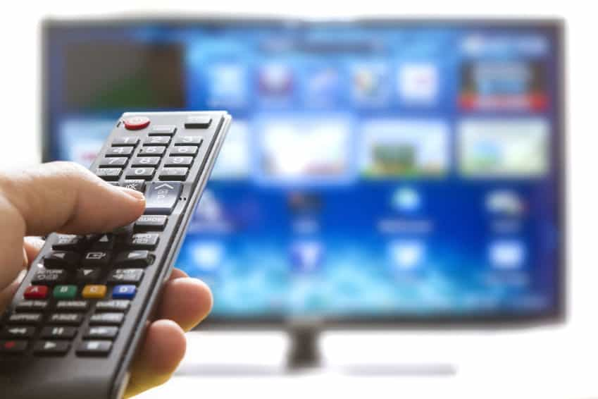 Máy chiếu và Tivi: cái nào tốt nhất cho giải trí gia đình?
