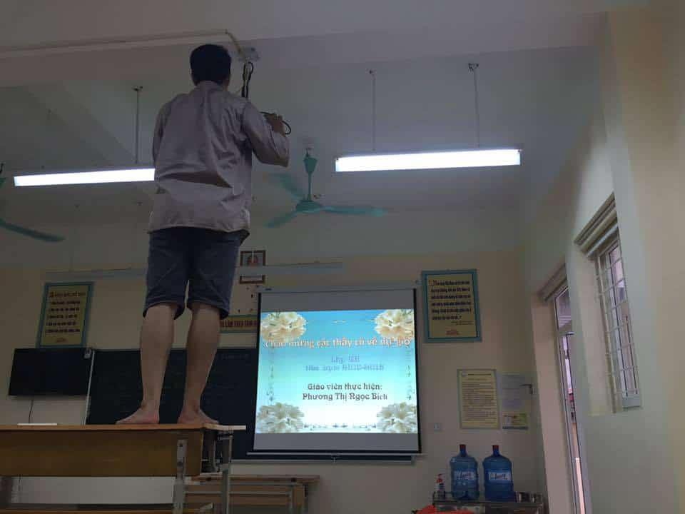 lắp đặt máy chiếu cho trường tiểu học nguyễn đình chiếu