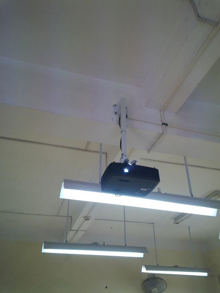 lắp máy chiếu cho trường thpt nguyễn huệ