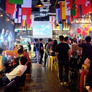 máy chiếu cho quán bar, pub