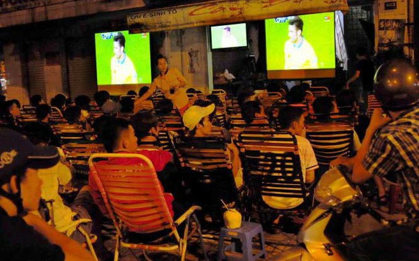 máy chiếu cũ xem bóng đá